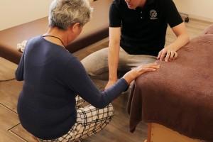 筋膜調整のあと,痛みのでる動きを再チェック